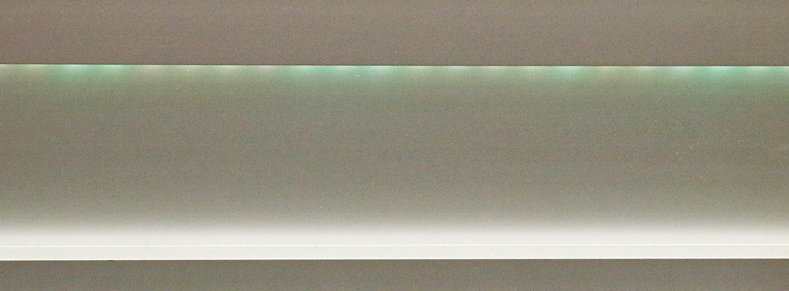green-led-light-vinson-aluminum-baseboard-1